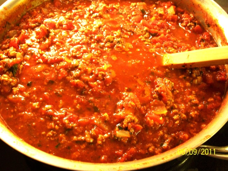 Basic Italian Pasta Sauce with Meat - after 1 hour - My Yellow Farmhouse.com