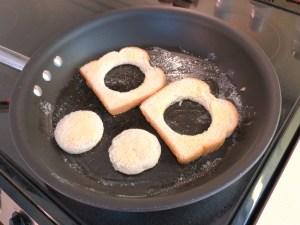 Eggs in a Frame - bread in pan