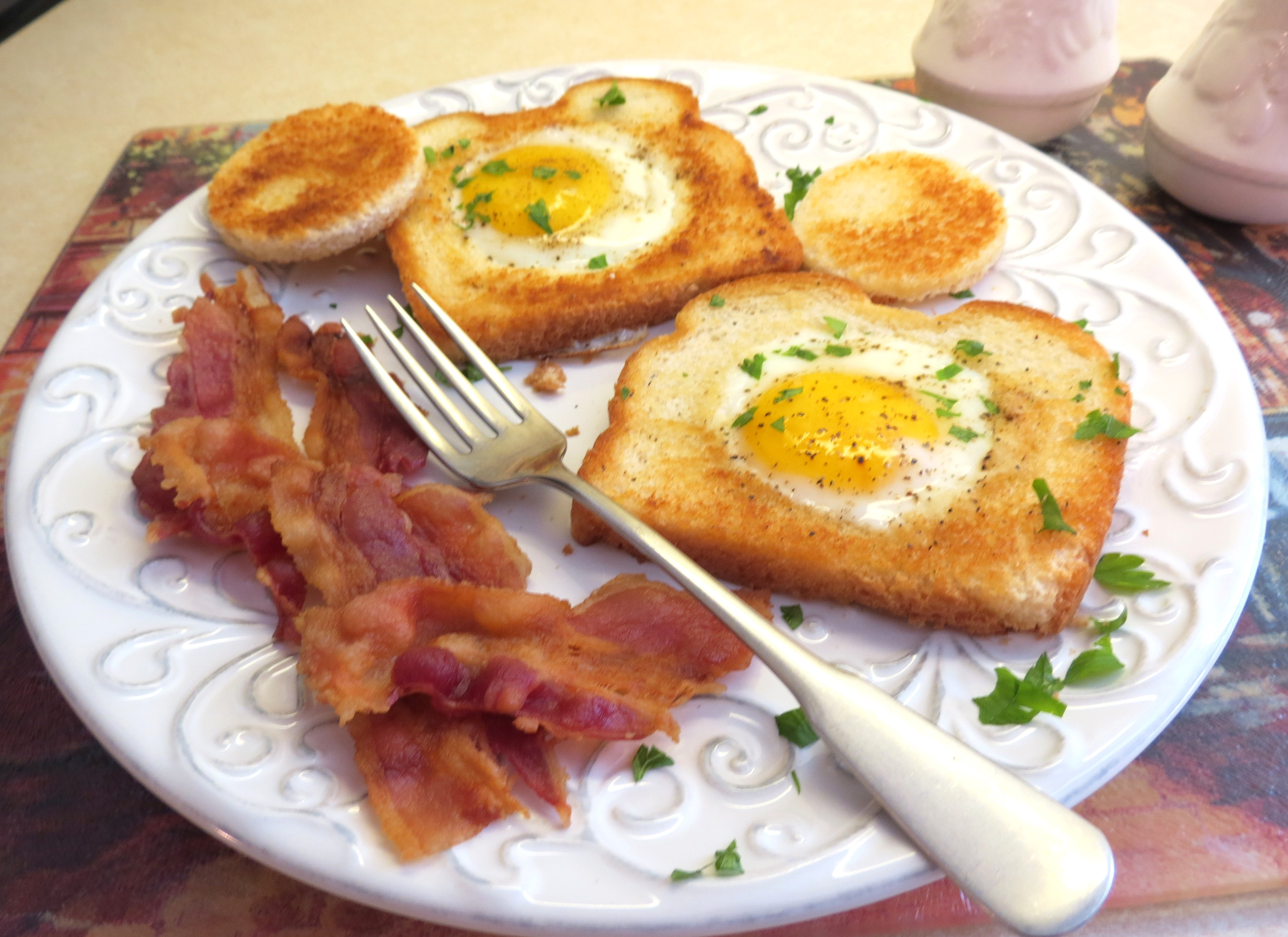 """Eggs in a Frame"""" a.k.a. """"Eggs in a Blanket"""""""