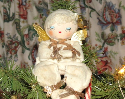 Our Traditional Christmas Angel - My Yellow Farmhouse.com