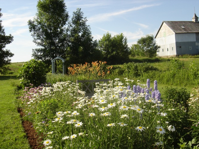 Garden - Farm in Quebec - My Yellow Farmhouse.jpg