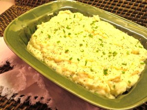 Make-Ahead Sour Cream Mashed Potatoes - My Yellow Farmhouse.com