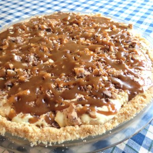 Toffee Ice Cream Pie with Homemade Cookie Crust and Caramel Sauce - myyellowfarmhouse.com