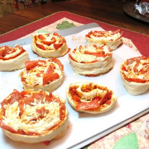 Pizza Bread Swirls - myyellowfarmhouse.com