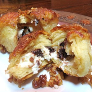 Monkey Bread Filled with Cream Cheese and Chocolate - myyellowfarmhouse.