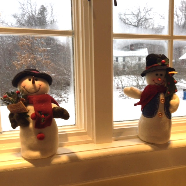 snowmen-at-twilight-myyellowfarmhouse-com